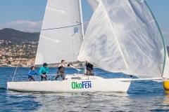 A tripulación do Okofen en plena manobra // Foto: ©Rosana Calvo