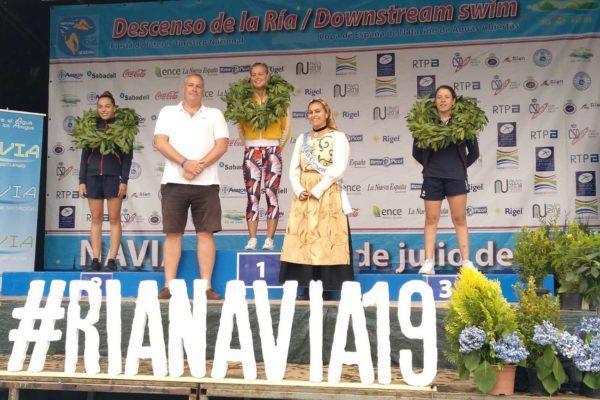 Andrea Domínguez, á dereita, nun máis que merecido terceiro posto