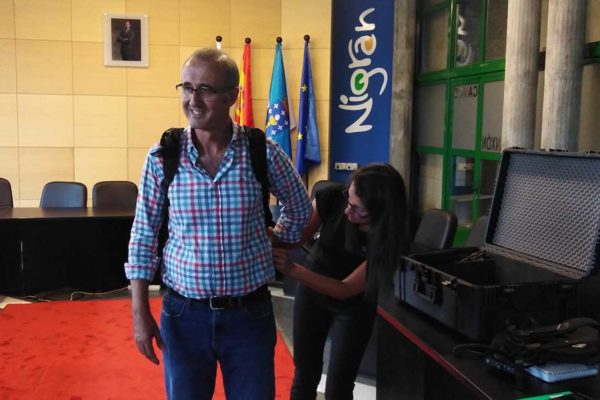 """O alcalde Juan González, non podía ocultar a súa satisfacción por dar un paso máis no programa de accesibilidade """"Un Nigrán para todos"""""""