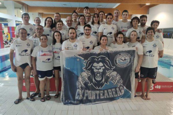 Equipo do Club Natación Ponteareas na xornada do domingo